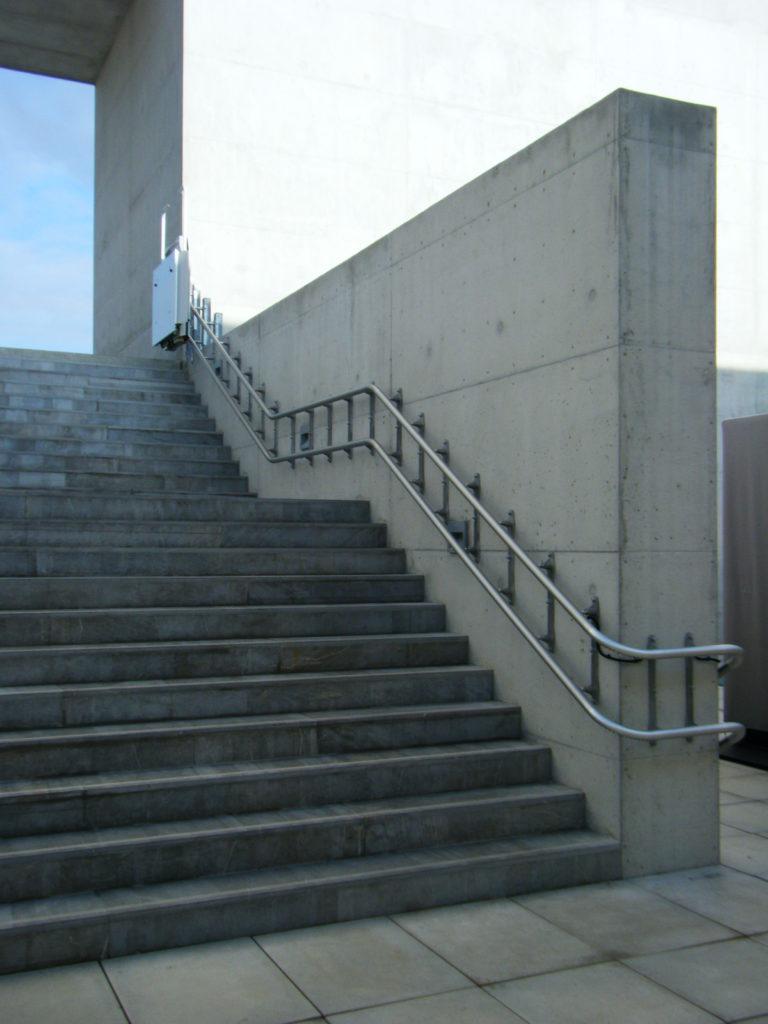 Plateforme monte escalier pour accès PMR
