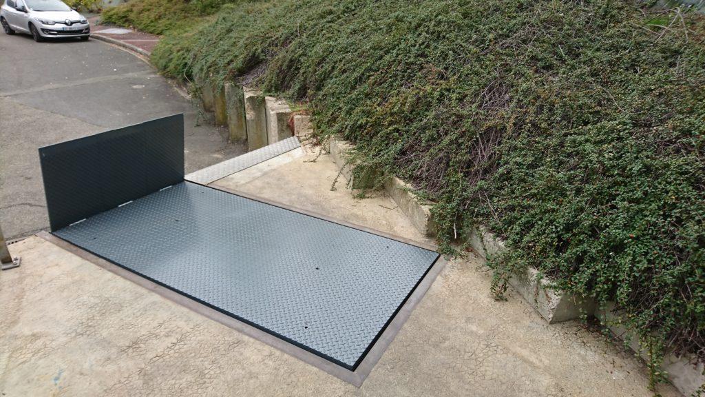 Table élévatrice de quai avec bavette - www.fimpro.fr