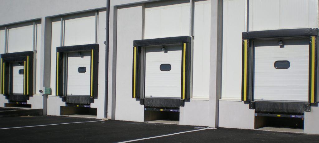 Sas d'étanchéité type Bourrelets en mousse sous membrane PVC pour entrepôt frigorifique